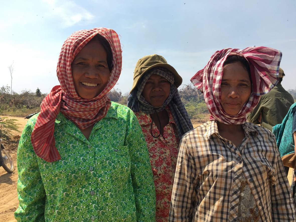 Women in Cambodia with scarves - Myanmar/Cambodia - MOSAIC project