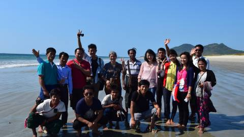 Group photo beach - Myanmar/Cambodia - MOSAIC project
